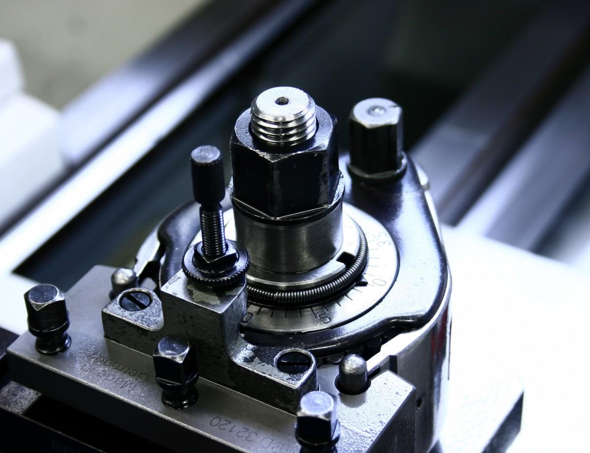 NAVADNO STRUŽENJE IN CNC STRUŽENJE