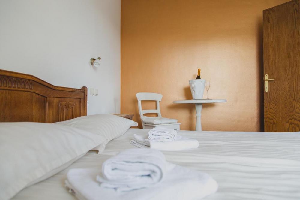 HOTEL IN RESTAVRACIJA SPLAVAR, BREŽICE 21