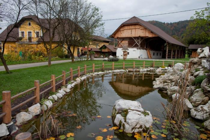 GLAMPING SLOVENIA KAMPING LITIJA | PETERNOSTER - BEE & CAMPING | LITIJA 3